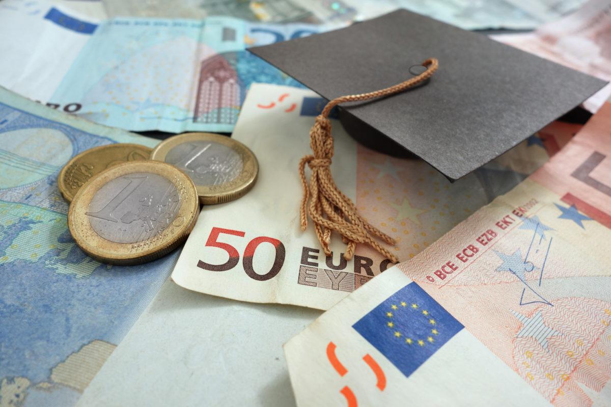 Scuola e Università, da luglio pagamenti solo online: ecco come