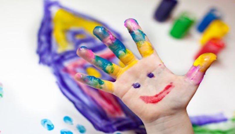 mano di bambino
