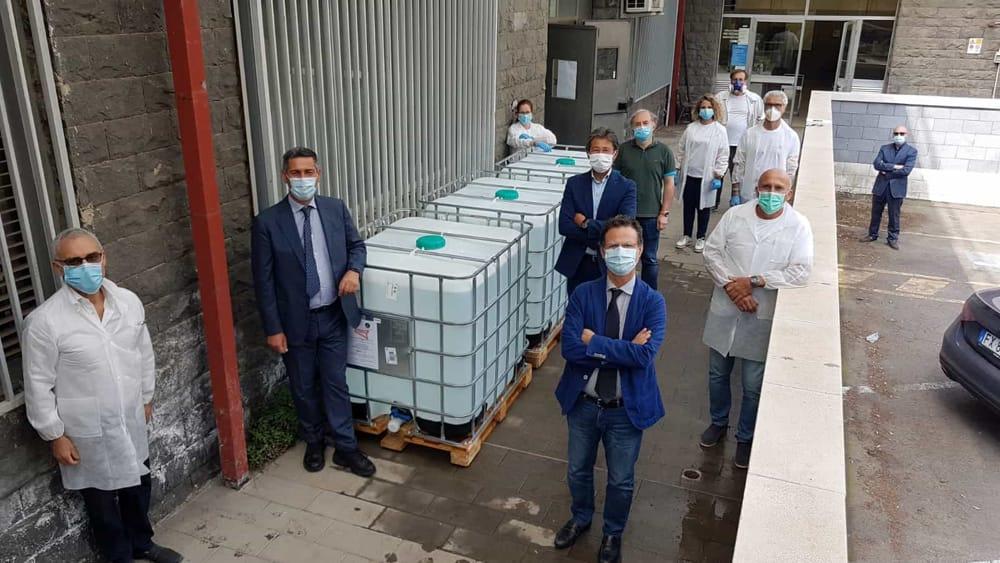 """UNICT – """"Igienizziamo il mondo"""": prodotti e distribuiti 50mila litri di gel igienizzante"""