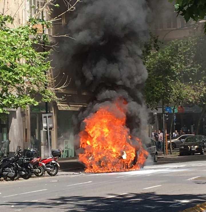 Auto in fiamme in viale Vittorio Veneto