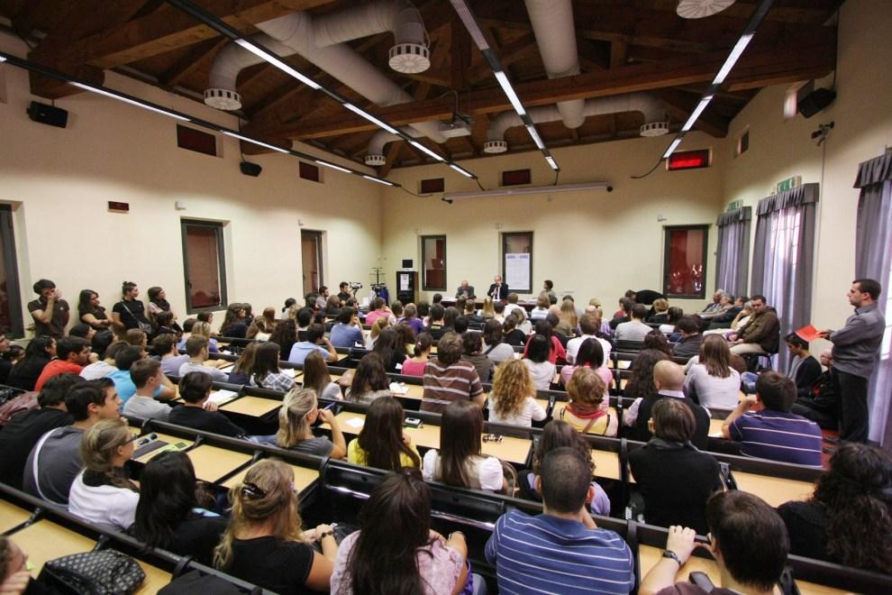 aula università piena