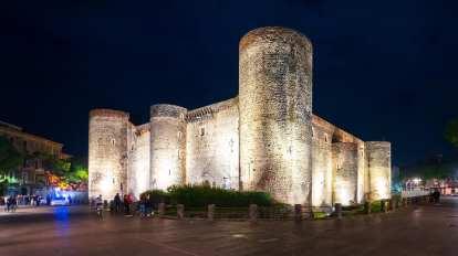 castello ursino illuminato