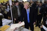 Donald Trump vote dans une école de New... (photo MANDEL NGAN, AFP) - image 3.0