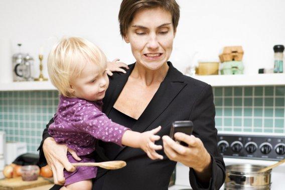 Une étude, publiée dans le plus récent numéro du American Sociological Review, révèle même que les mères font 10 heures de plus de «multitâche» que les pères chaque semaine.