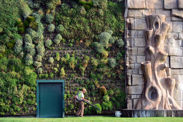Ce jardin vertical comprend 44 000 plantes appartenant... (Photo: AFP)