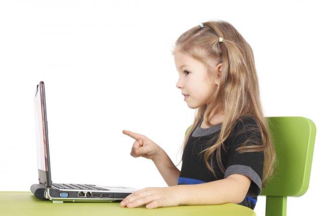trop jeune pour jouer l ordinateur nuage ciel d 39 azur. Black Bedroom Furniture Sets. Home Design Ideas