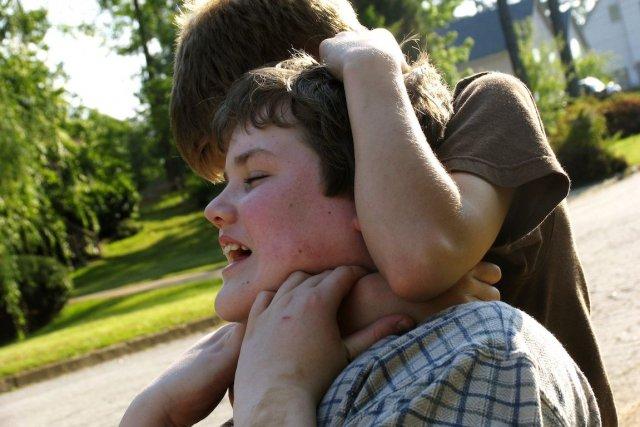 Alors que certains parents essaient de protéger leurs enfants au mieux en les... (Photo Anita Patterson Peppers/shutterstock.com)