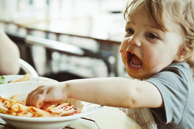 Les aliments qu'accepte de manger Nathaniel tiennent en quelques lignes.... (Photos.com)