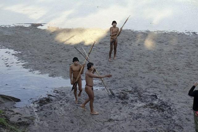 Selon l'anthropologue Terri Aquino de la Funai, l'approche... (PHOTO AFP /FUNAI)
