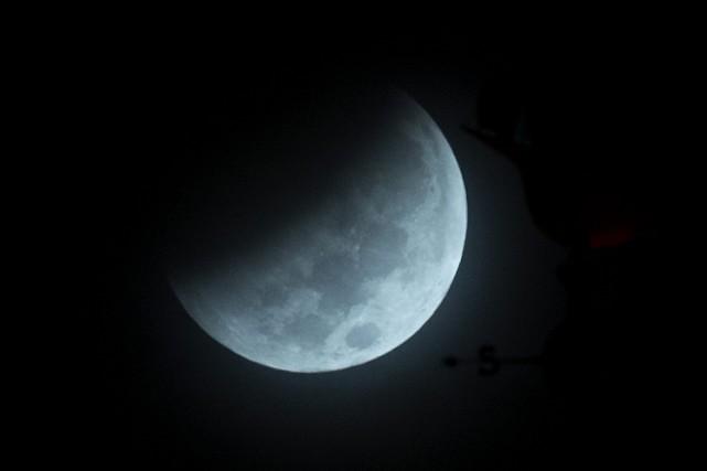 Cette éclipse totale a été observée depuis Miami... (ARCHIVES AP)