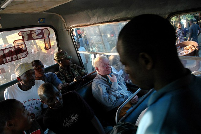Samuel Mluge, au centre, est albinos et se... (Photo Guillaume Bonn, archives The New York Times)