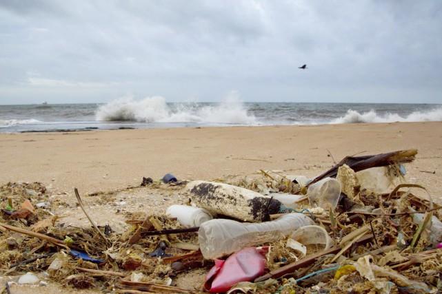 «Chaque jour, 8 millions de tonnes de déchets... (PHOTO GEMUNU AMARASINGHE, ARCHIVES AP)