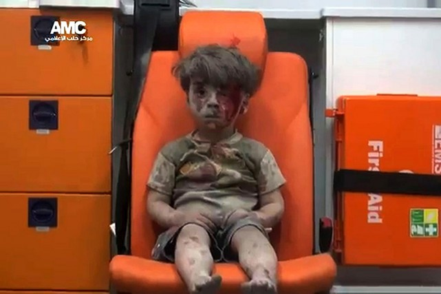 Omran Daqneesh... (PHOTO AMC, HO VIA AFP)