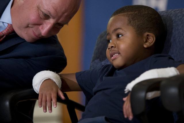 Zion Harvey a été amputé des mains et... (ARCHIVES AP)