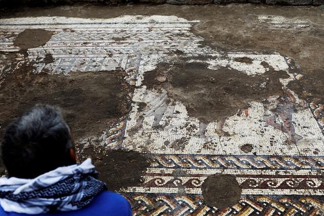 Selon l'Autorité des Antiqués, cette mosaïque se trouvait... (Nir Elias, REUTERS)