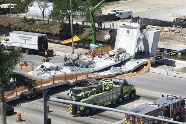 Le pont, inauguré samedi, n'était pas encore ouvert... (Photo Roberto Koltun, Associated Press)