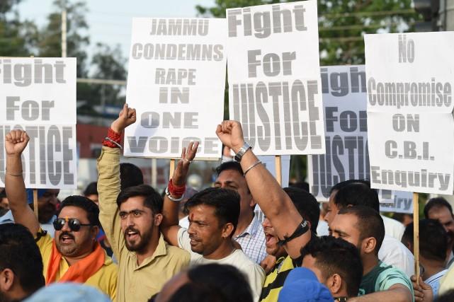 Des milliers d'Indiens ont manifesté ces derniers jours... (Photo Sajjad Hussain, Agence France-Presse)
