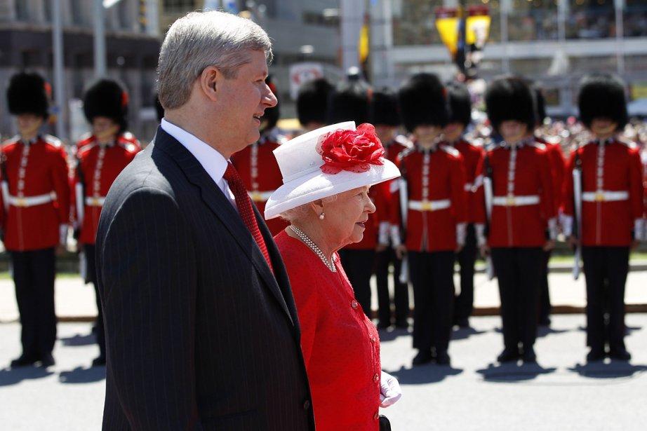La Reine refuse de démettre Harper de son rôle de PM