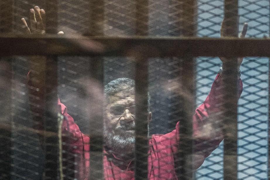 Égypte: l'ex-président Morsi devra purger ses 20 ans de prison