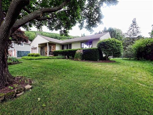 Photo of 1004  Imperial Woods Drive, VESTAL, NY 13850 (MLS # 304334)