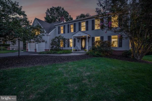 Photo of 10172 YORKTOWN WAY, GREAT FALLS, VA 22066 (MLS # VALO422070)
