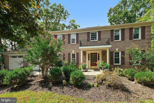 Photo of 908 HOLLY CREEK DR, GREAT FALLS, VA 22066 (MLS # VAFX1149136)