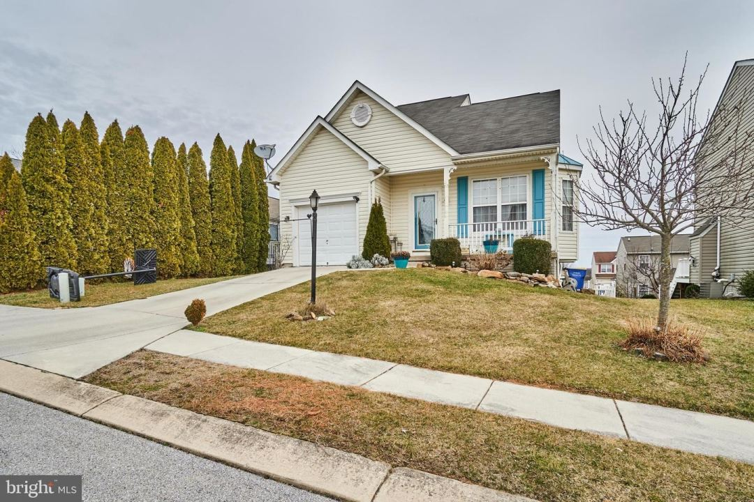 Photo of 14 GALWAY DR, HANOVER, PA 17331 (MLS # PAYK130254)