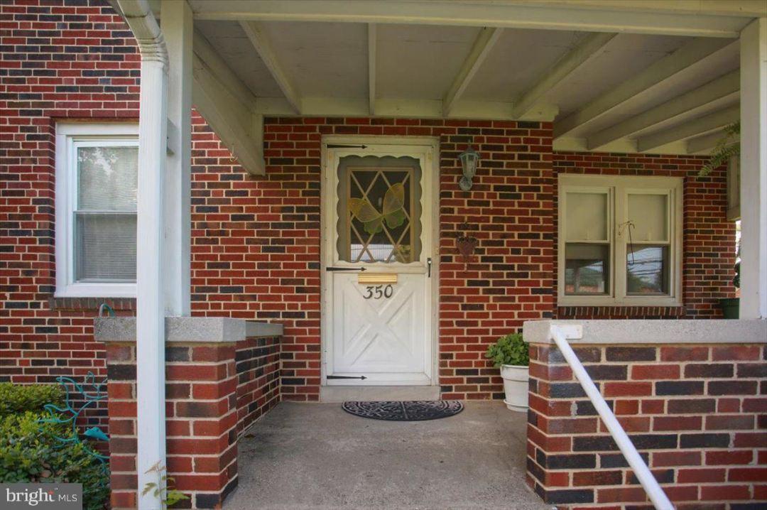 Photo of 350 S HOUCKS RD, HARRISBURG, PA 17109 (MLS # PADA2001292)