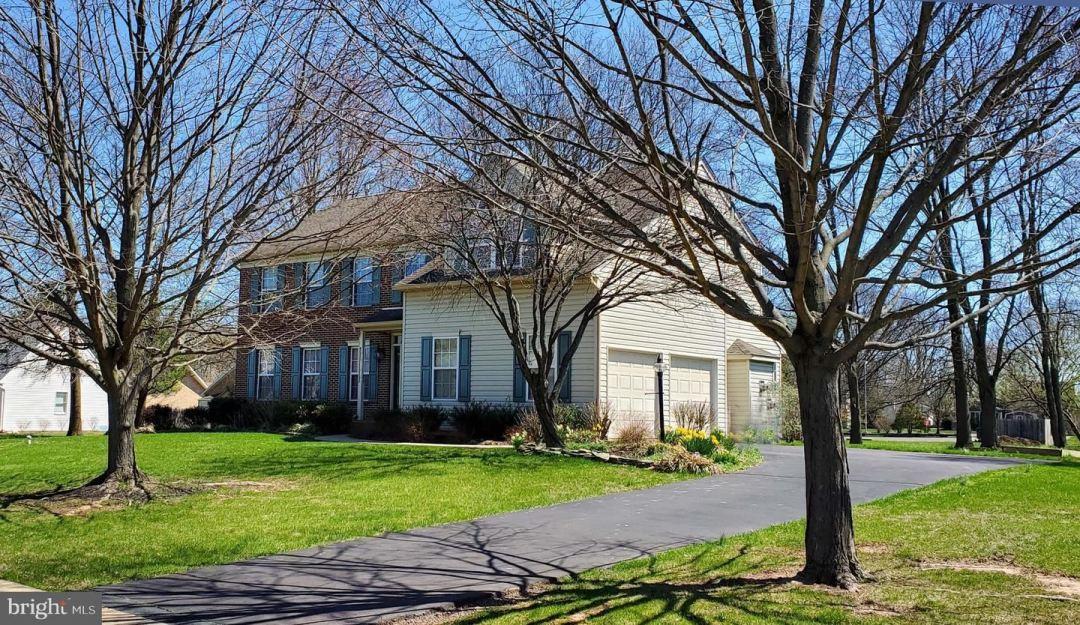 Photo of 427 KNIGHTSBRIDGE LN, HATFIELD, PA 19440 (MLS # PAMC688300)