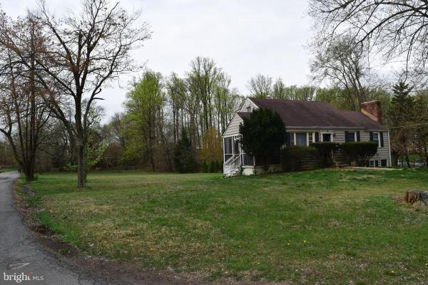 Photo of 1340 GORDON LN, MCLEAN, VA 22102 (MLS # VAFX1087474)