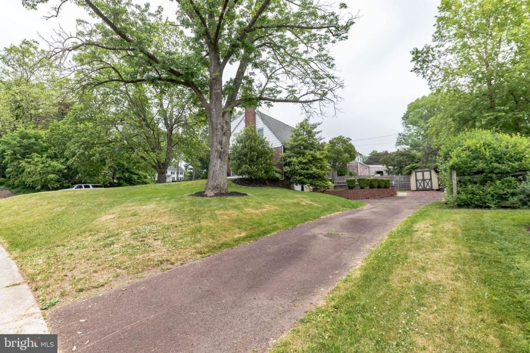 Photo of 310 SUNNYHILL DR, SOUDERTON, PA 18964 (MLS # PAMC691522)