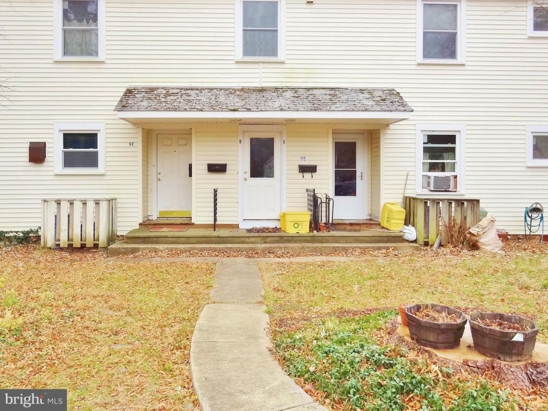 Photo for 9-E LAUREL HILL RD #E, GREENBELT, MD 20770 (MLS # MDPG552542)