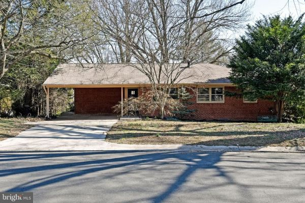 Photo of 3117 BROOKLAWN TER, CHEVY CHASE, MD 20815 (MLS # MDMC696914)