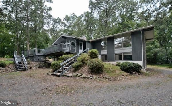 Photo of 10501 BIRNHAM RD, GREAT FALLS, VA 22066 (MLS # VAFX1148988)