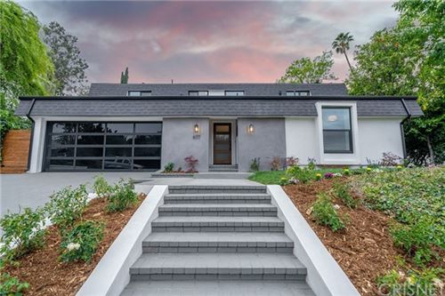 Photo of 6117 Ellenview Avenue, Woodland Hills, CA 91367 (MLS # SR21041080)