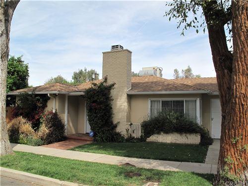 Photo of 21205 De La Osa Street, Woodland Hills, CA 91364 (MLS # SR21108190)