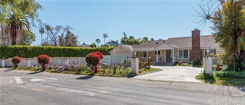 Photo of 23212 Oxnard Street, Woodland Hills, CA 91367 (MLS # SR21044285)