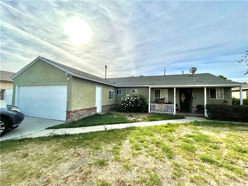 Photo of 17910 Hemmingway Street, Reseda, CA 91335 (MLS # SR21093298)
