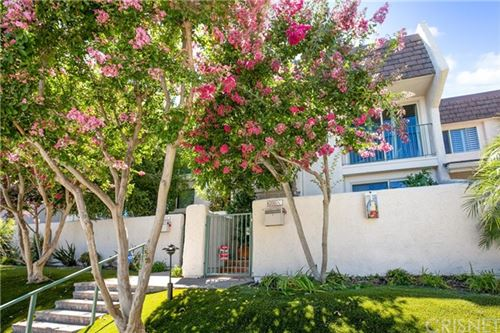 Photo of 6205 1/2 Randi Avenue, Woodland Hills, CA 91367 (MLS # SR21052510)