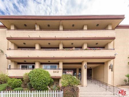 Photo of 5412 Lindley Avenue #210, Encino, CA 91316 (MLS # SR21192550)