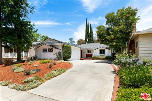 Photo of 22121 Dumetz Road, Woodland Hills, CA 91364 (MLS # 21741856)