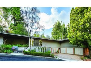 Photo of 4965 QUEEN FLORENCE Lane, Woodland Hills, CA 91364 (MLS # SR19063145)