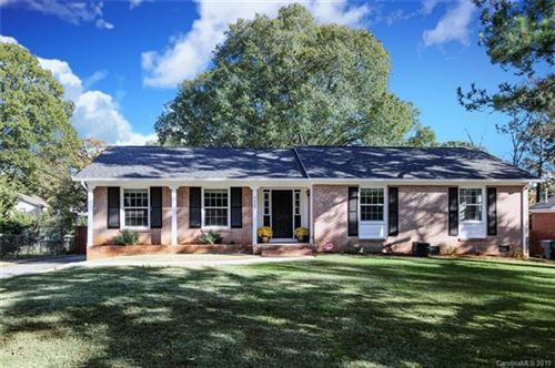 Photo of 7507 Thorncliff Drive, Charlotte, NC 28210 (MLS # 3562257)