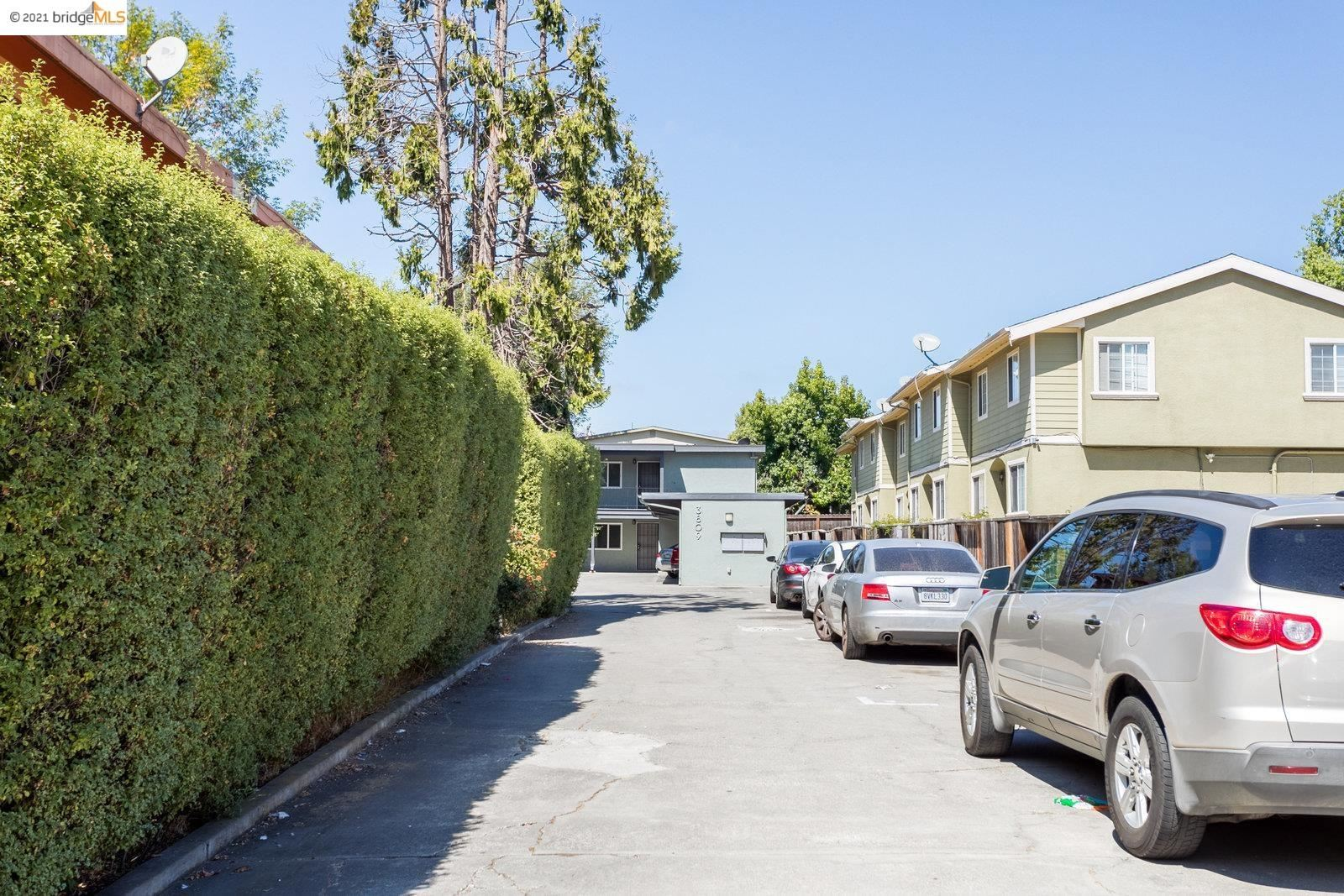 Photo of 3809 Maybelle Avenue, OAKLAND, CA 94619-2136 (MLS # 40967171)