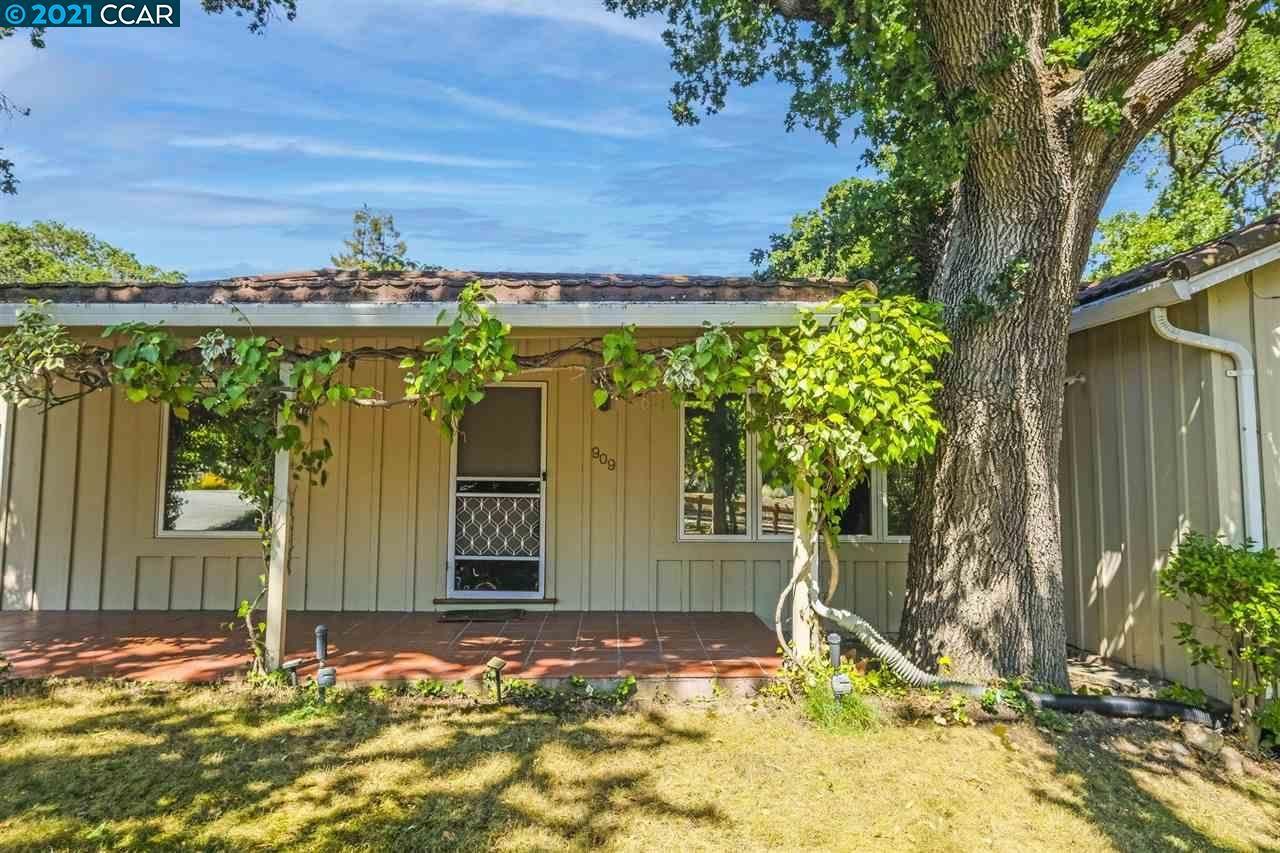 Photo of 909 Carl Rd, LAFAYETTE, CA 94549-4829 (MLS # 40959725)