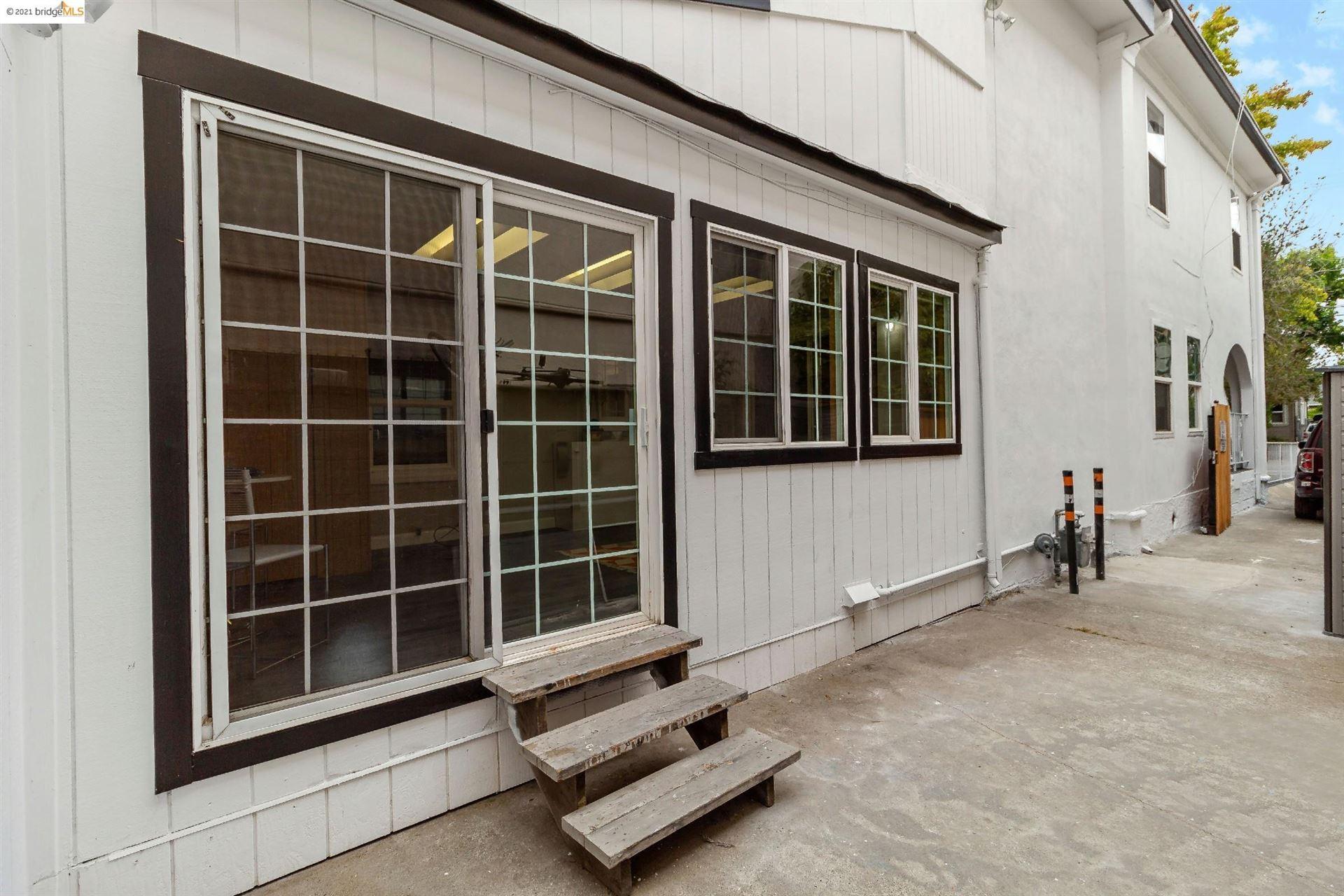 Photo of 341 Alcatraz Ave, OAKLAND, CA 94618 (MLS # 40966997)