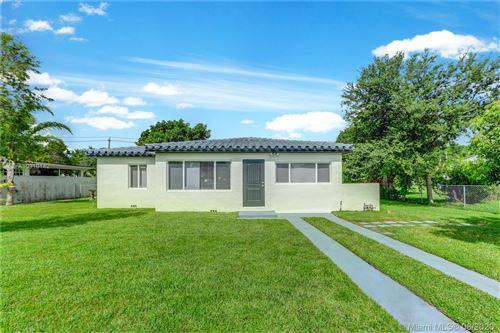 Photo of 4140 SW 60th Pl, South Miami, FL 33155 (MLS # A10910142)