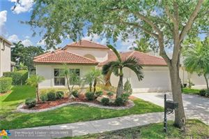 Photo of 4072 Pinewood Ln, Weston, FL 33331 (MLS # F10181122)