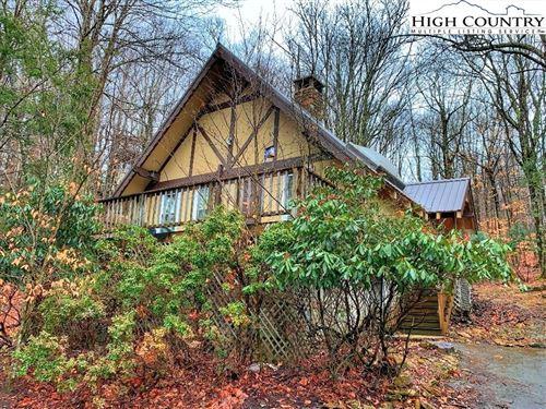 Photo of 404 Charter Hills Road, Beech Mountain, NC 28604 (MLS # 234034)