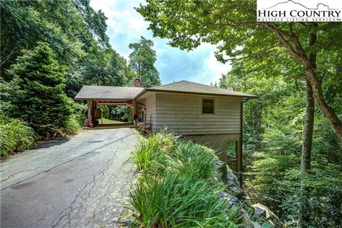 Photo of 130 Rock View Drive, Blowing Rock, NC 28605 (MLS # 232325)